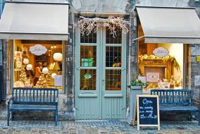 Small Storefront Problems How to Arrange an Effective Window Display 2