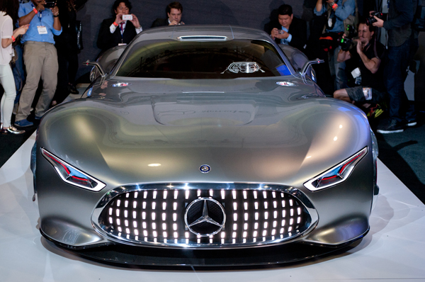 Mercedes-Benz-AMG-Vision-Gran-Turismo-Concept-front-profile