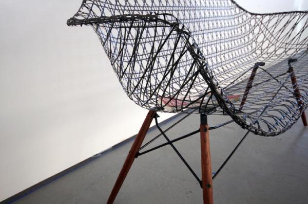 3033201-slide-s-eames-sofa-07