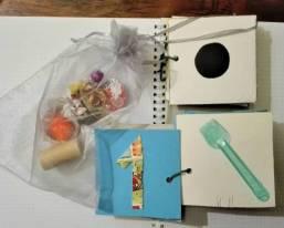 libro con sacchetto degli oggetti
