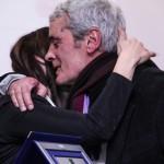 Marco Alessandro, premiato, abbraccia la figlia