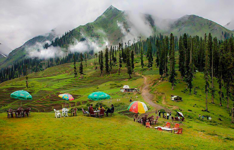 Beautiful Fall Wallpaper For Mobile Lalazar Tourist Spot Naran In Kaghan Valley Pakistan
