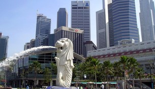 Merlion fountain in Merlion Park, Singapore