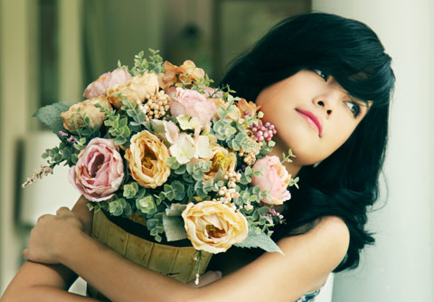 Enjoy the romantic ballads we feature from Vietnamese artist Phạm Quỳnh Anh.
