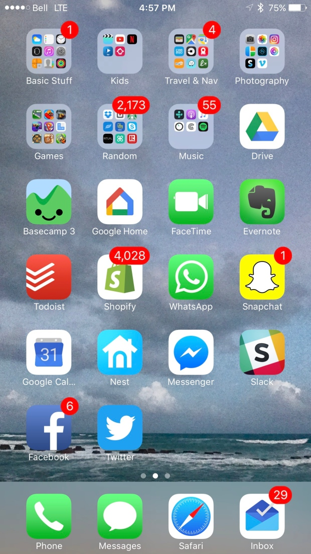 Life hack The four best ways to organize apps on your smartphone - apps symbol