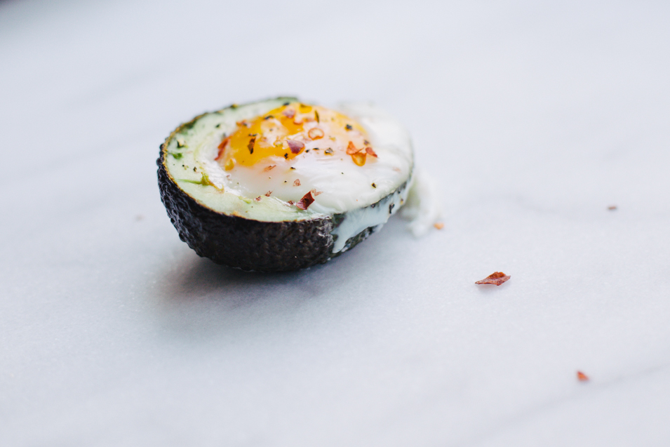 RECIPE // BAKED AVOCADO EGGS