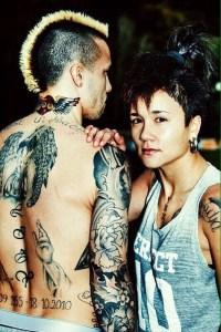 Nainggolan, junto a su hermana y el tatuaje en homenaje a su madre