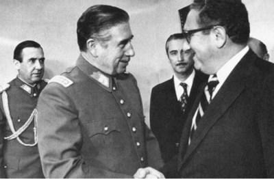 Pinochet y su puño de acero con el pueblo chileno
