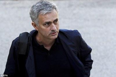 José Mourinho llega a Manchester United con la misión de devolverlo al máximo nivel competitivo europeo
