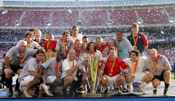 EAST RUTHERFORD, NJ - JULY 24: The United States menOs soccer team poses with the Gold Cup after defeating Panama on penalty kicks during the CONCACAF championship match on July 24, 2005 at Giants Stadium in East Rutherford, New Jersey. (Photo by Jim McIsaac/Getty Images)