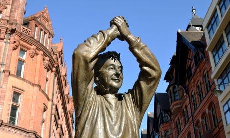La estatua de él, Brian Clough en Nottingham demostrando el cariño que tiene la gente para con su persona