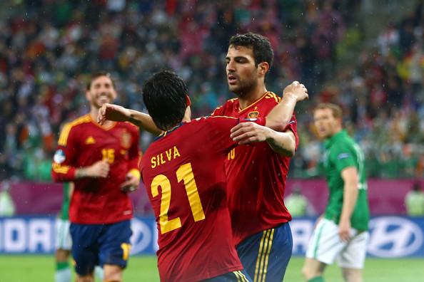 Silva y Fabregas dos de los destacados de España.