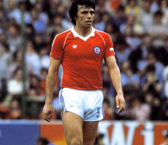 Elías Figueroa con la camiseta de Chile.