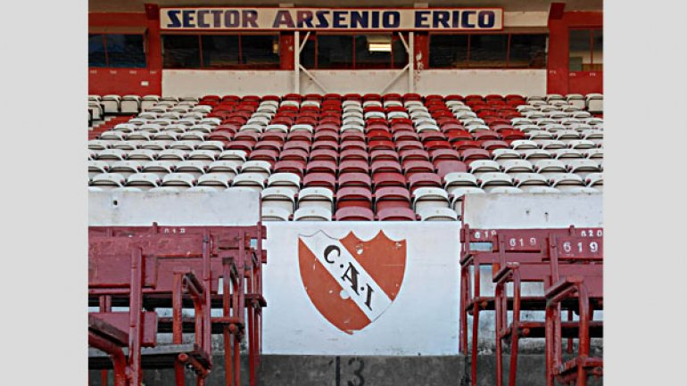 Palco oficial del Club Atlético Independiente, en su viejo estadio.