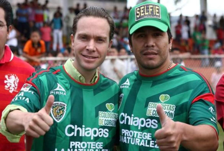 El gobernador de Chiapas junto a Salvador Cabañas