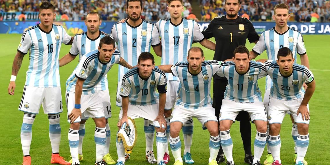 La imagen del debut: Afuera el 4-3-3, hoy cinco defensores.
