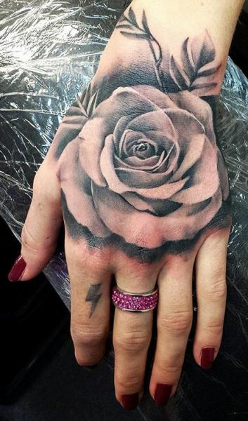 tatuajes-de-rosas-031jpg (353×600) tatuajes preferidos - tatuajes de rosas
