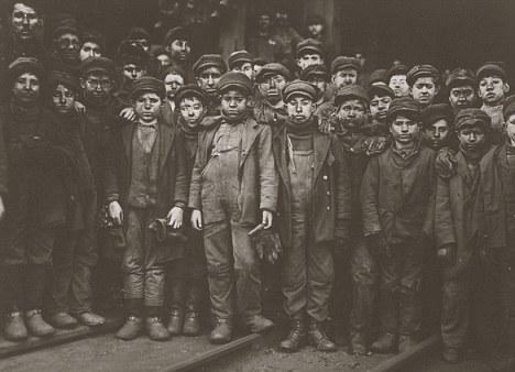 Breaker boys working in Ewen Breaker Mine in South Pittston, Pennsylvania