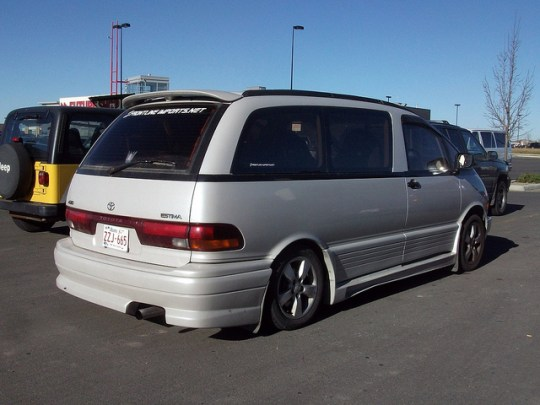 Toyota Estima rear