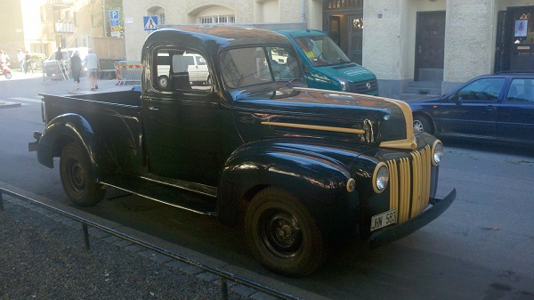 9 Ford pickup