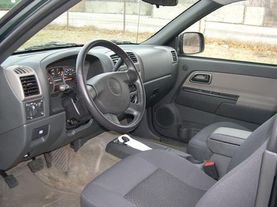 800px-GMC_Canyon_interior_sfoskett