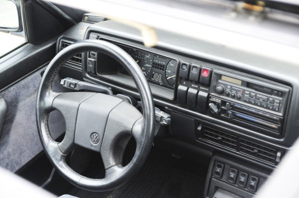 1990-1992-Volkswagen-Jetta-GLI-steering-wheel