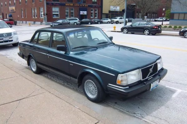 Curbside Classic: 1993 Volvo 240 Sedan – Will The Last 240 Turn Out The Lights Please?
