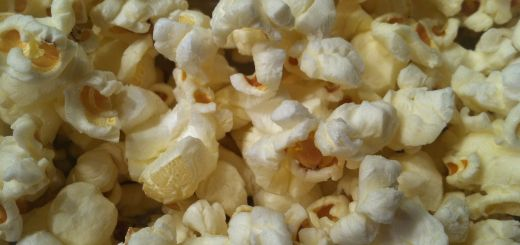 Popcorn_up_close_salted_and_air_popped