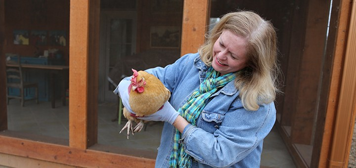 Andi Simmons holds Buffy, one of three chickens she keeps in her backyard. (Photo by Ann Marie Shambaugh)