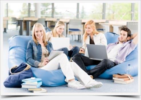 estudantes aprendendo ingles online