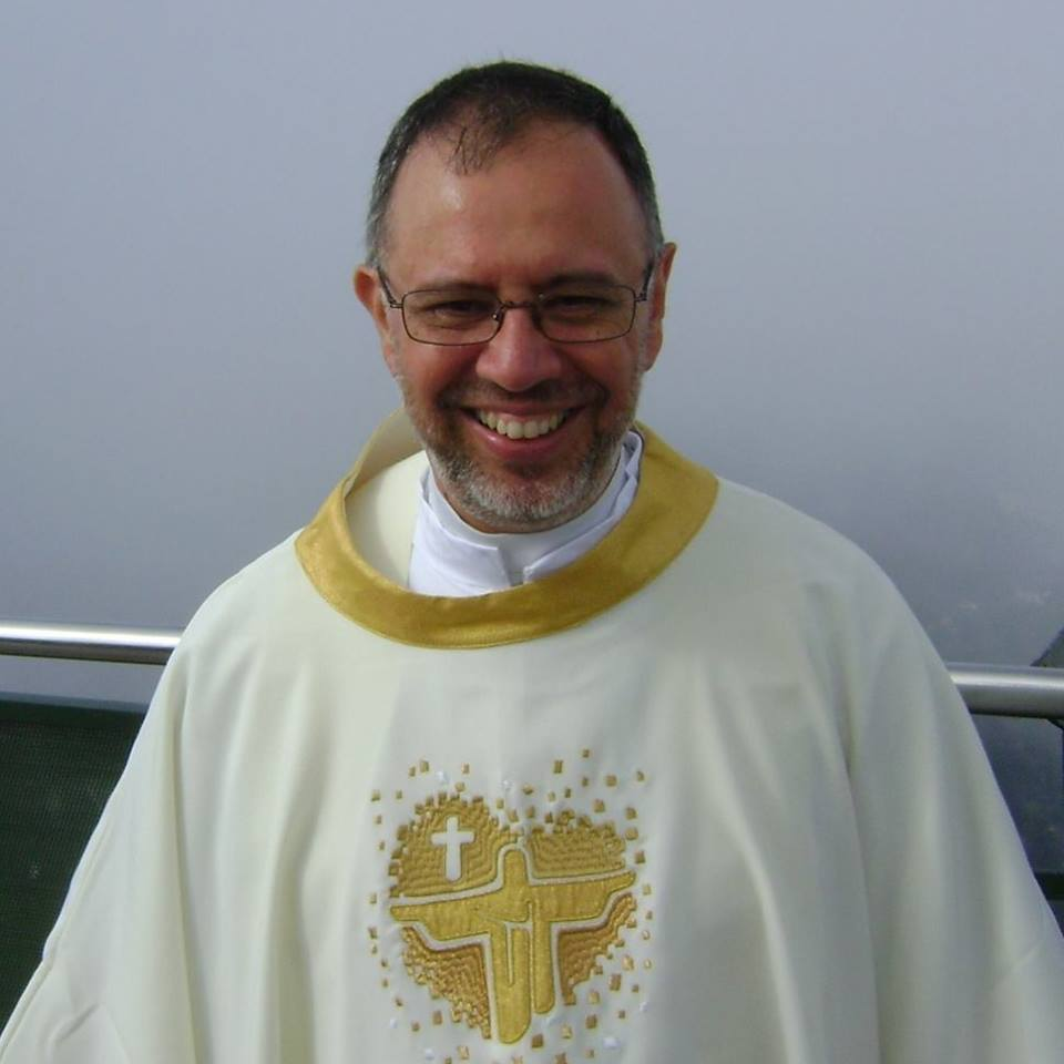 Sobre os Debates e Compromissos que o Momento Político nos Proporciona por Padre Emmanuel Araújo, SJ