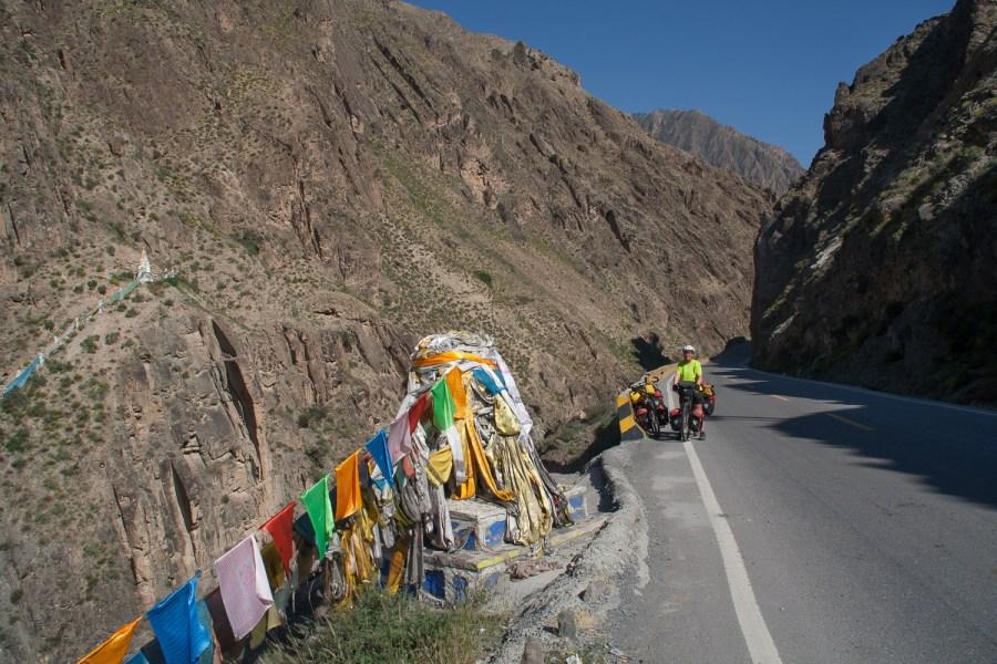 Gorge leading to Tongren