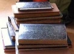 stapels dagboeken