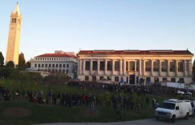 A large crowd gathers on Memorial Glade to hear Representative Ron Paul speak.