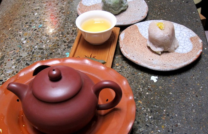 A pot of small red robe oolong tea accompanied by mochi.