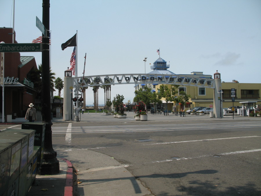 Jack_London_Square_from_Broadway_2009-08-11