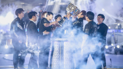 Samsung hoisting summoner's cup