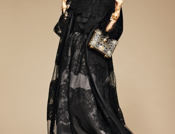 I love the use of lace overlays on this abaya, it makes it romantic and dreamlike.