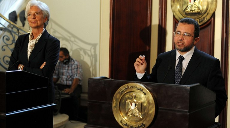 Egyptian Prime Minister Hisham Qandil (R) give a joint press conference with International Monetary Fund (IMF) chief Christine Lagarde on August 22, 2012 (AFP File Photo)