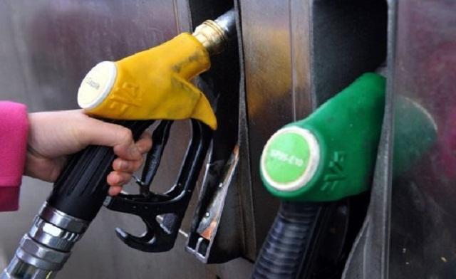 Crude oil prices hit three-month low points on Monday as dealers awaited long-delayed US economic data for clues about the health of the world's largest crude consumer, analysts said.(AFP Photo)