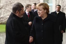 Angela Merkel shakes hands with Mohamed Morsi as he arrives for a meeting in Berlin, on January 30, 2013 (AFP, John Macdougall)