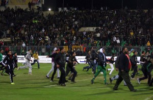 Egyptians football fans rush to the fiels during clashes that erupted after a football match between Egypt's Al-Ahly and Al-Masry teams in Port Said on February 1, 2012. (AFP File Photo)