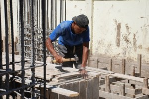 The report indicated that around 30% of working males in Egypt are overeducated for the current position they hold while around 10% are undereducated.  (DNE File Photo)
