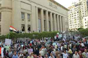 Demonstration supporting judges took place in front of the High Court on 24 April (Photo by Mohamed Omar/DNE)
