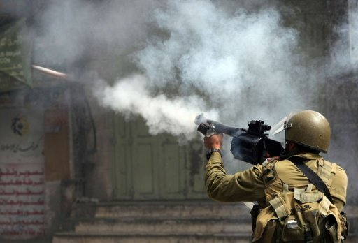 An Israeli soldier fires a tear gas canister during clashes with Palestinian in Hebron on April 2, 2013  (AFP Photo)