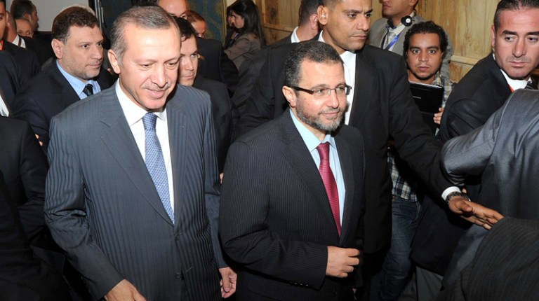 Egyptian Prime Minister Hishem Qandil with Prime Minister Recep Tayyip Erdogan (left) in Cairo on November 18th. (AFP File Photo)