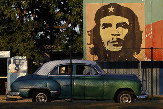 Old Time Car Wallpaper Mercedes Benz Uses Communist Madman Che Guevara To Sell