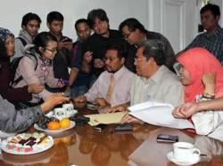 Verifikasi Komisi Pemberitasan Korupsi (KPK) terhadap laporan kekayaan Calon Gubernur (Cagub) Jawa Barat 2013-2018, Ahmad Heryawan, Selasa (22/01). (Facebook)
