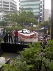 Himpunan Mahasiswa Islam (HMI) Anti-Cikeas, menggelar aksi unjuk rasa di depan Kantor Komisi Pemberantasan Korupsi (KPK), Selasa (26/2/2013) siang. (TRIBUNNEWS.COM/EDWIN FIRDAUS)