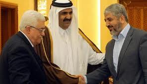 Presiden Palestina Mahmoud Abbas (ki) dan Pemimpin Hamas Khaled Meshaal (ka)